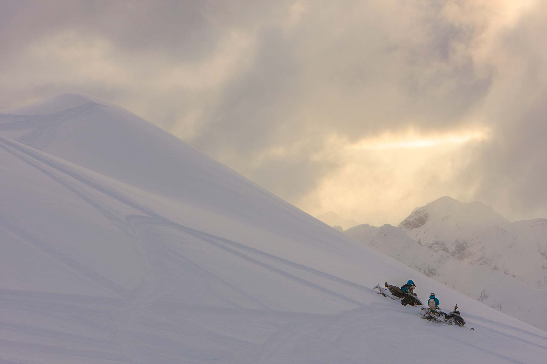 Ian-Coble-Sledding-Sunset-Mountains-BC-Canada-Snowmobiles