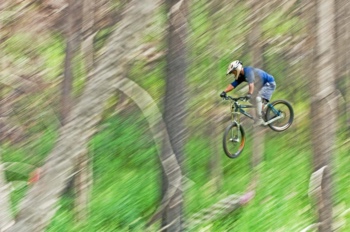 Ian-Coble-Mountain-Biking-Blur-Canada